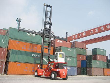 堆高机:宁波港口装卸现场施工项目