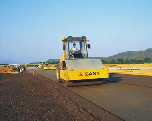 单钢轮压路机在京珠高速公路施工项目