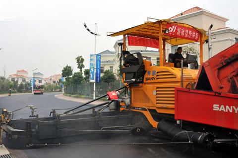 LTU120高*沥青摊铺机湖南碧桂园别墅群施工施工项目