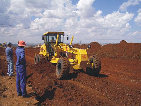 PA190IIA平地机参与南非豪登省高速公路修建施工项目