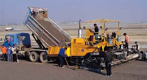 LTU120摊铺机广州白云国际机场施工施工项目