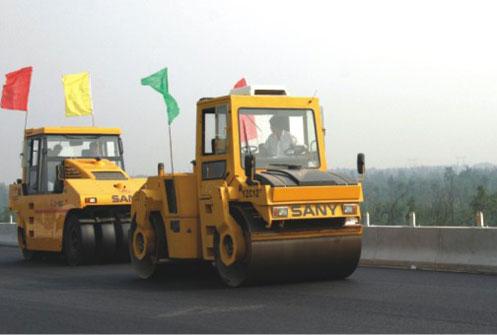 三一YZC12路机突破中国公路史高度难度记录——北京六环线工程施工项目