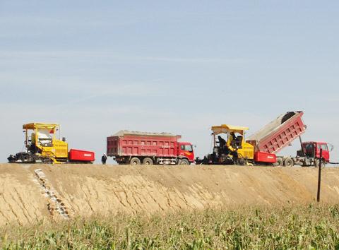 三一压路机长白山高速公路施工施工项目