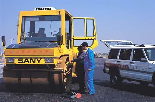 YZC12双钢轮压路机负责中山市市政建设沥青路面压实工作施工项目