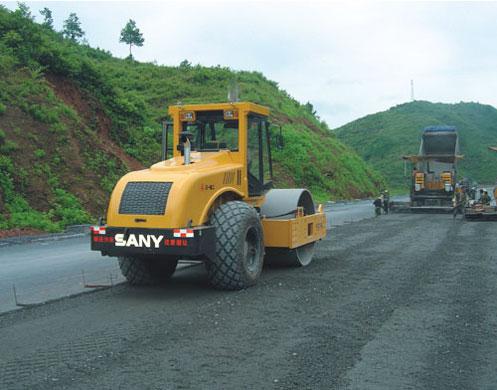 单钢轮压路机在常吉高速公路施工项目