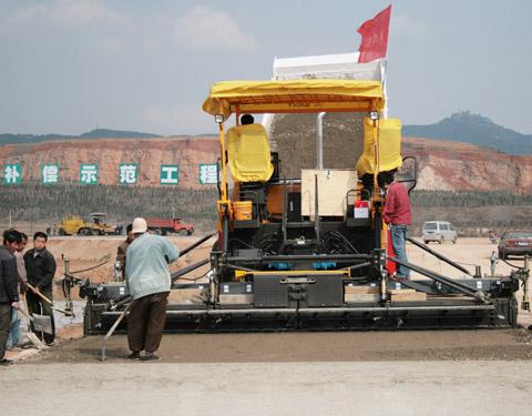 三一摊铺机在山西施工项目