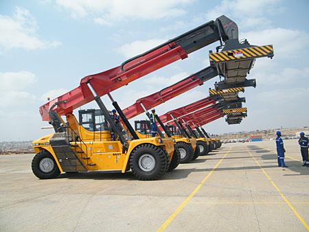 宁波大榭港集装箱装卸现场施工项目