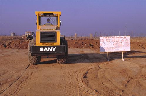 YZ18C压路机参与修建津蓟高速公路施工项目
