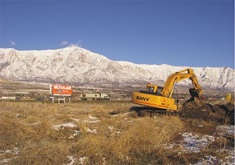 三一大型挖掘机服务美国阿肯色州际高速公路施工项目