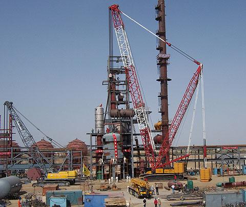 三一(SCC4000)参与新疆克拉玛依炼油厂搭建施工项目