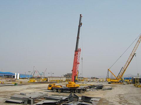 STC500C汽车起重机参与大连STX造船厂施工施工项目