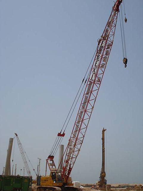 三一(SCC500D)履带起重机参与阿联酋拉斯海马人工岛建设(使用33m主臂工况)施工项目