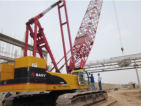 三一(SCC500C)参与武汉国际博览中心吊装横梁钢架现场施工项目