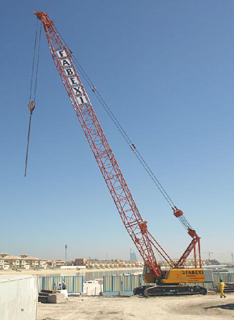三一履带吊参与吊装阿联酋Jumeirah棕榈岛工程施工项目
