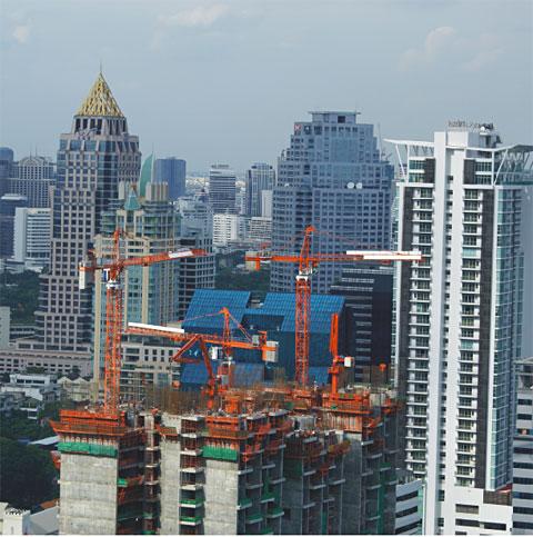 三一HG32C楼面内爬式布料杆泰国帝国宫廷建设现场施工项目