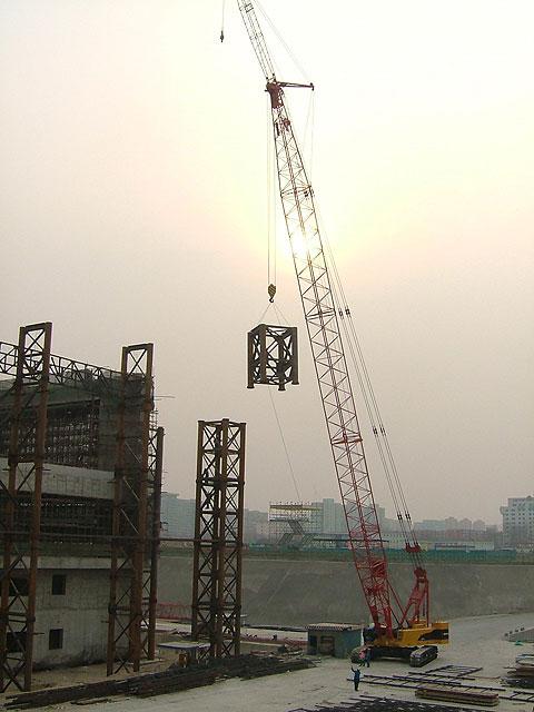 三一(SCC150)履带起重机助力北京五棵松奥运场馆工程施工施工项目
