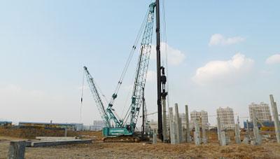 三一(SCC2500)履带起重机参与成都东站候车厅建设施工项目