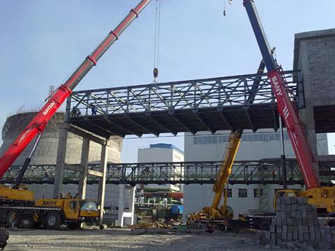 三一(SAC2200)220吨起重机参与安阳焦化厂锅炉设备架设施工项目