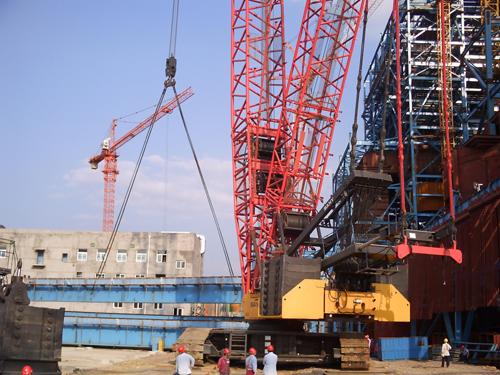 SCC7500履带起重机参与吊装贵州兴义电厂发电机组大板梁施工项目