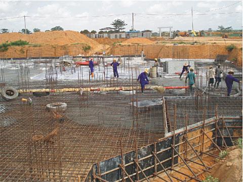三一HBT60C-1818D拖泵参与安哥拉罗安达的市政水渠工程建设施工项目