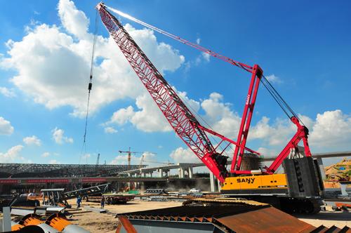 三一(SCC2500C)型履带起重机参与龙华火车站施工施工项目