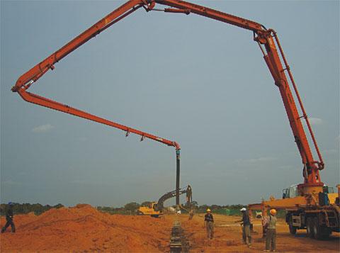 三一SY5271THB-37型泵车参与安哥拉商业区建设施工项目