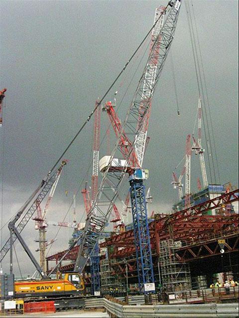 三一(SCC1500C)履带起重机参与新加坡赌场建筑工程施工项目