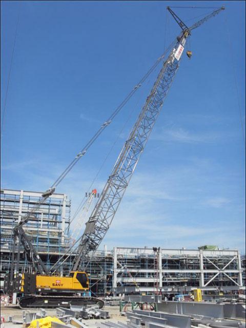 三一(SCC1000C)履带起重机参与泰国LEAMCHABANG港口建设施工项目