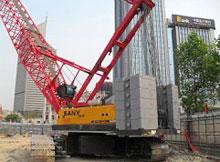 三一(SCC2000)型履带起重机参与中国光大银行天津商务办公大楼地基施工现场施工项目