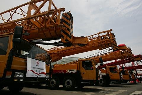 三一多型号起重机参与汶川灾区救援施工项目