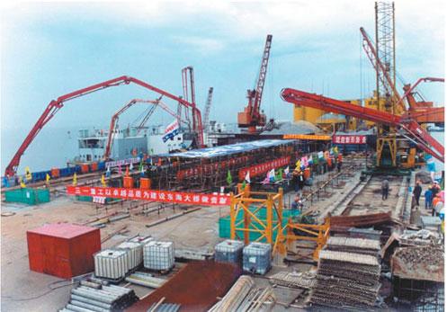 HGY18Ⅱ移动式布料杆在阿联酋迪拜塔浇筑施工案例施工项目