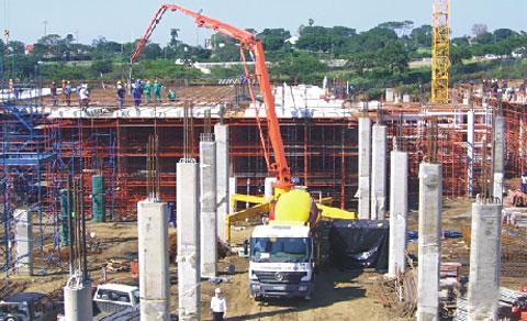 SY5260THB-37B设备参与南非东伦敦购物中心工程建设施工项目