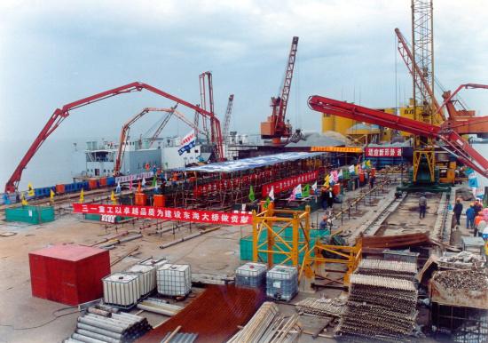 三一泵车在东海大桥蔚为壮观的施工现场施工项目