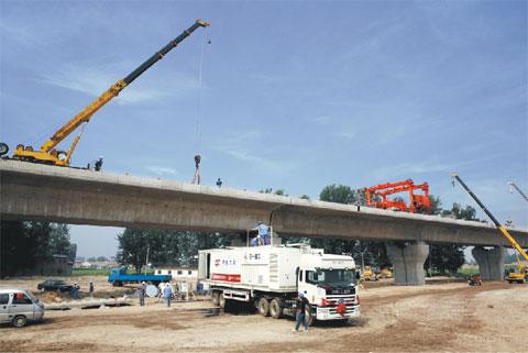 三一微泡沥青水泥砂浆车展现高超技能——京津高铁项目施工项目