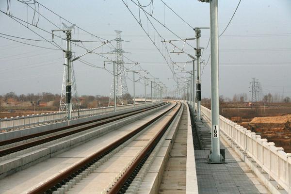 三一拖泵参与建设中的郑西铁路施工项目