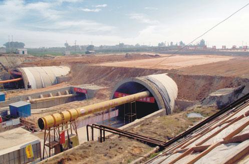 三一V8系车载泵、C9系混凝土泵车在厦门翔安隧道施工现场施工项目