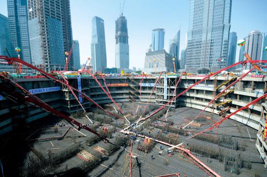 三一重工的HBT90CH超高压拖泵创下492米混凝土泵送记录施工项目