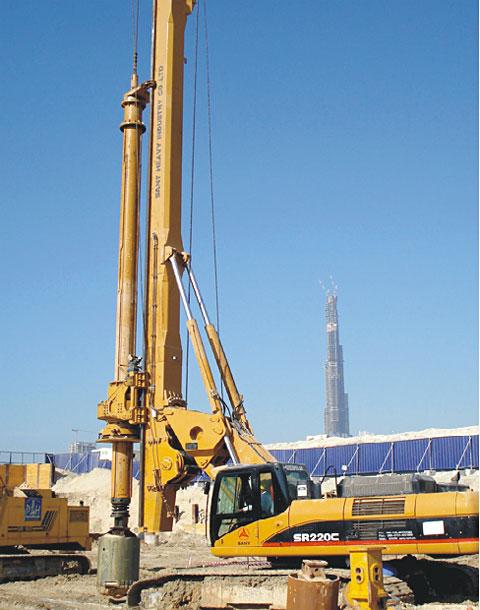 三一在世界级工程迪拜商务港施工项目
