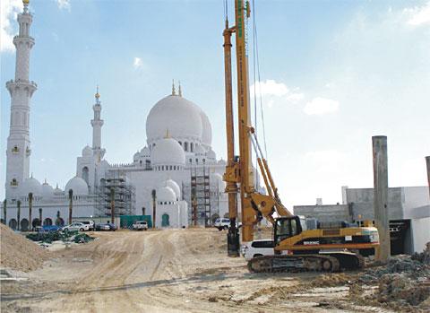 三一旋挖钻服务世界第三大清真寺施工项目
