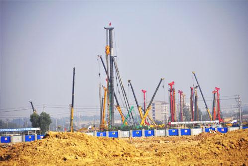三一桩机济南西站片区集结 21台同场作业施工项目