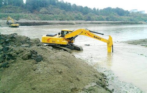 两台三一垄断潦河清淤工程施工项目
