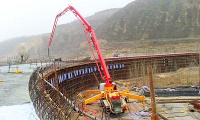 777真人混凝土设备在陕北宜川的青兰高速施工现场施工项目