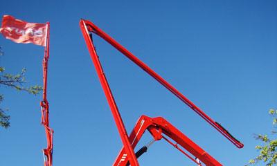 红色之星耀碧空 巴黎的世界工程机械展一等奖施工项目
