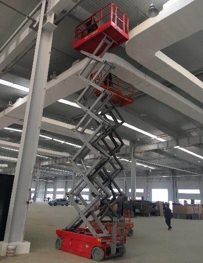 新宝GG帕尔菲格10台12米自行走剪叉平台成功进驻山东烟台施工项目