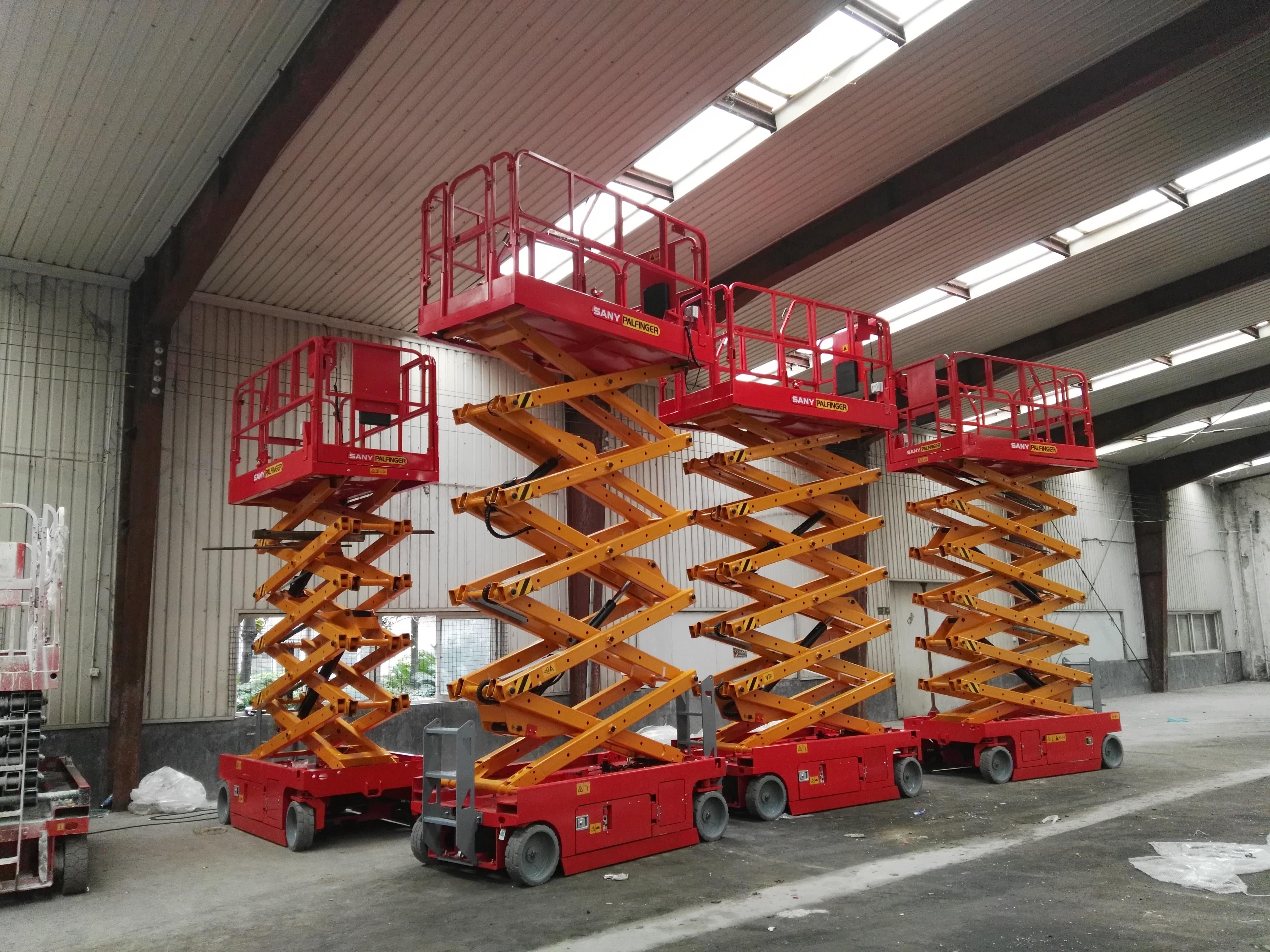 三一帕尔菲格10台10米自行走剪叉平台参与武汉天河机场新航站楼建设施工项目