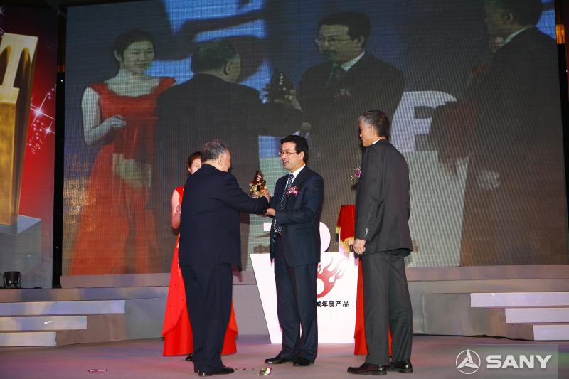 2009年中国工程机械颁奖奖杯交接