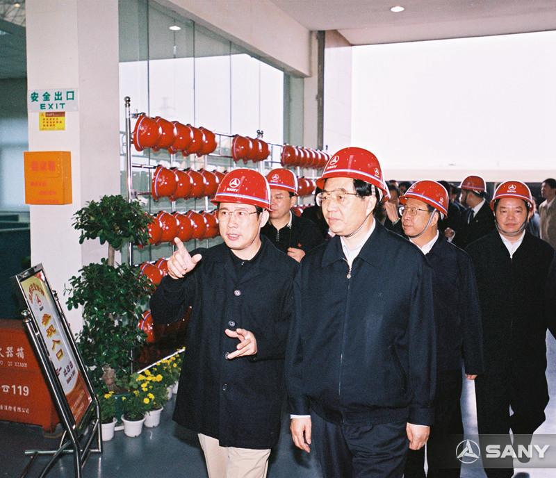胡锦涛进入三一生产车间