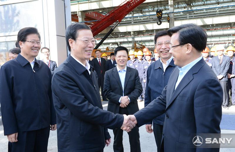 张高丽与三一董事长握手