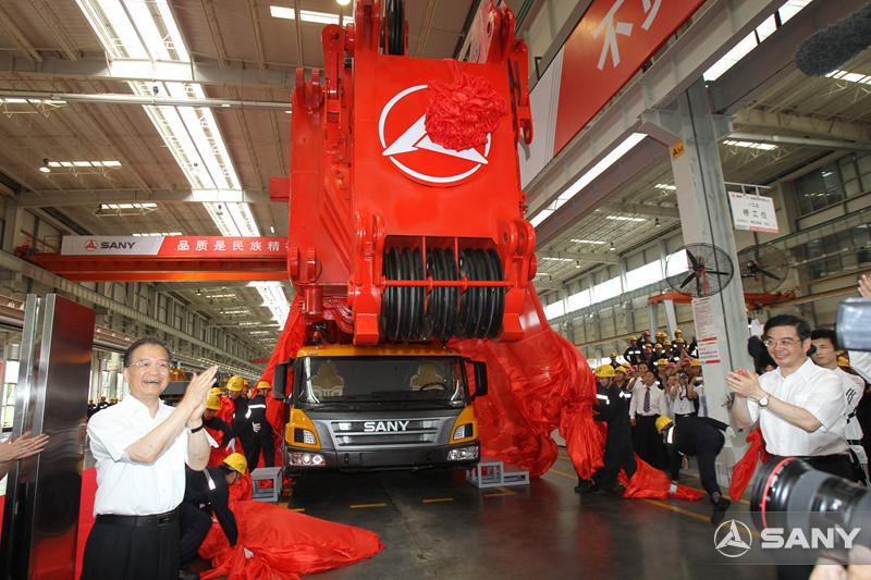 总理为三一千吨级起重机揭幕剪裁