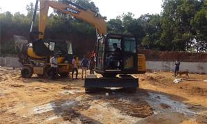 印度客户买了一台三一80挖掘机 接新机仪式很特别